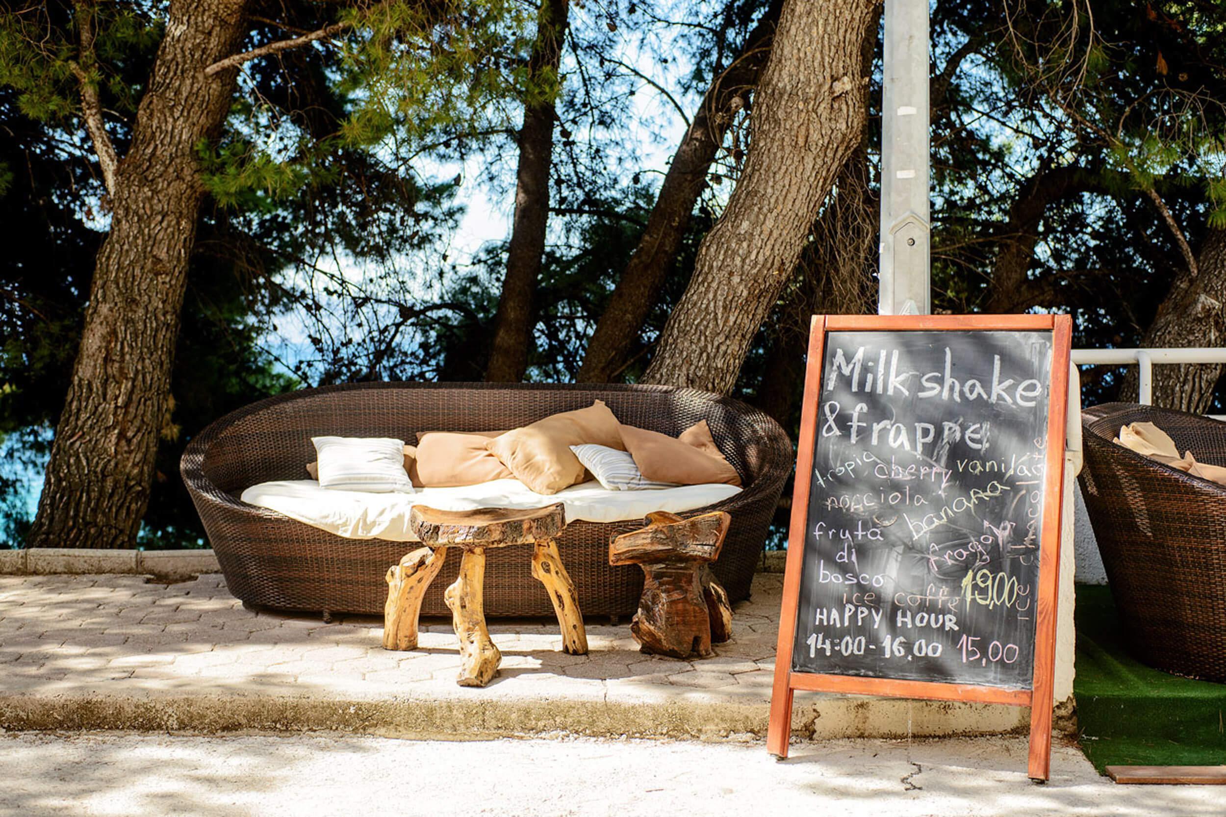 105_Cream caffe terrace
