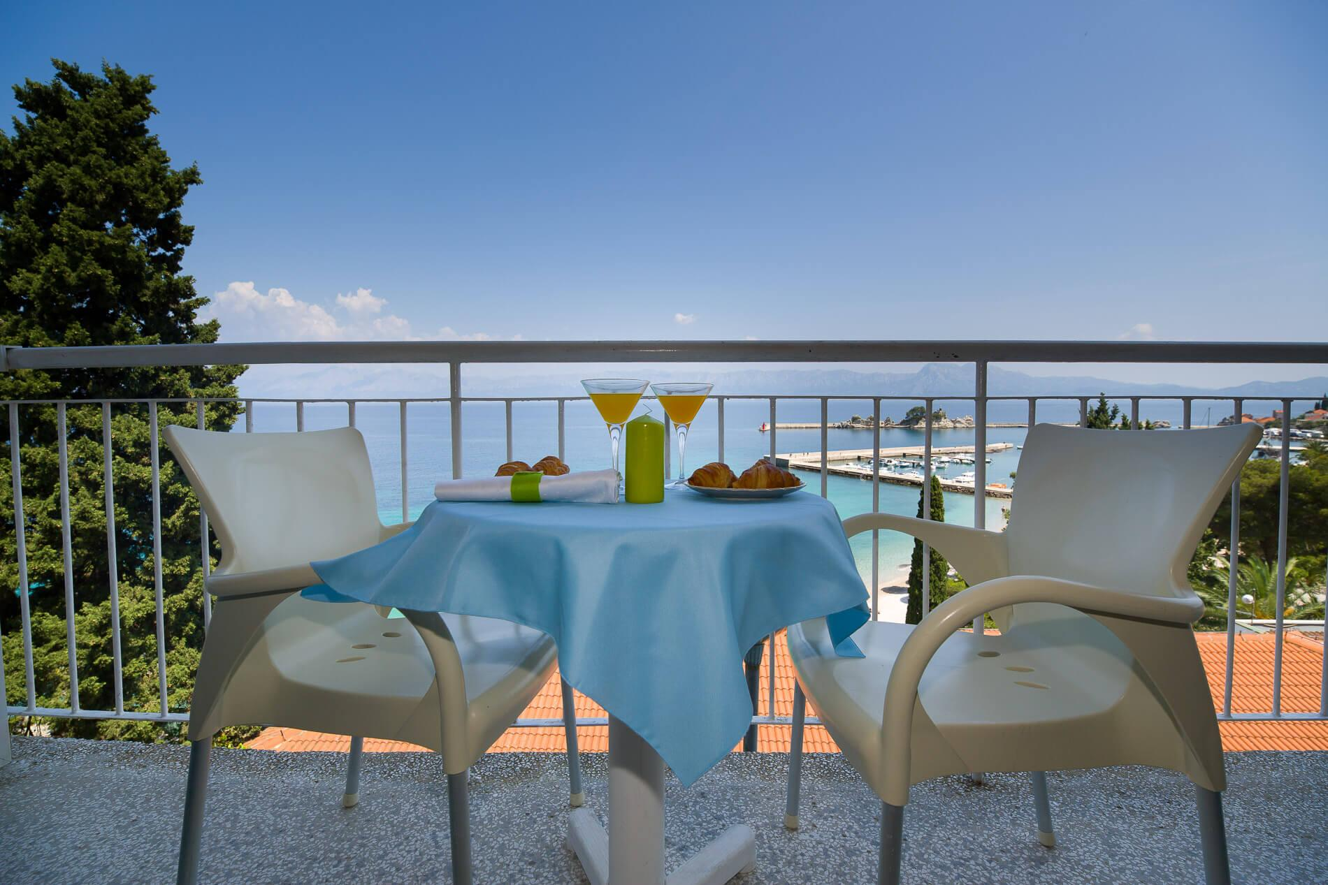 21_Comfort and Family sea side balcony