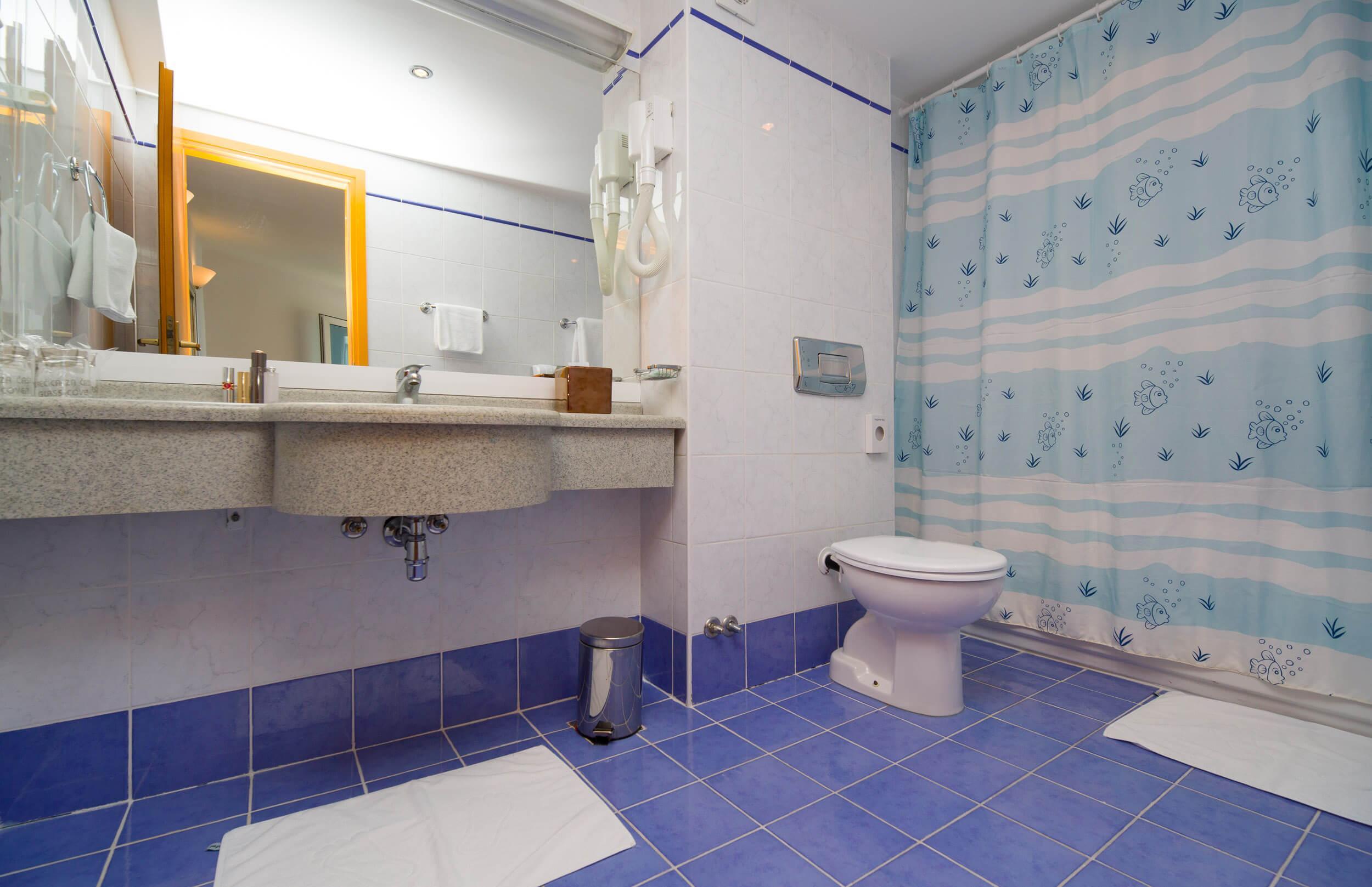 43_Comfort family bathroom