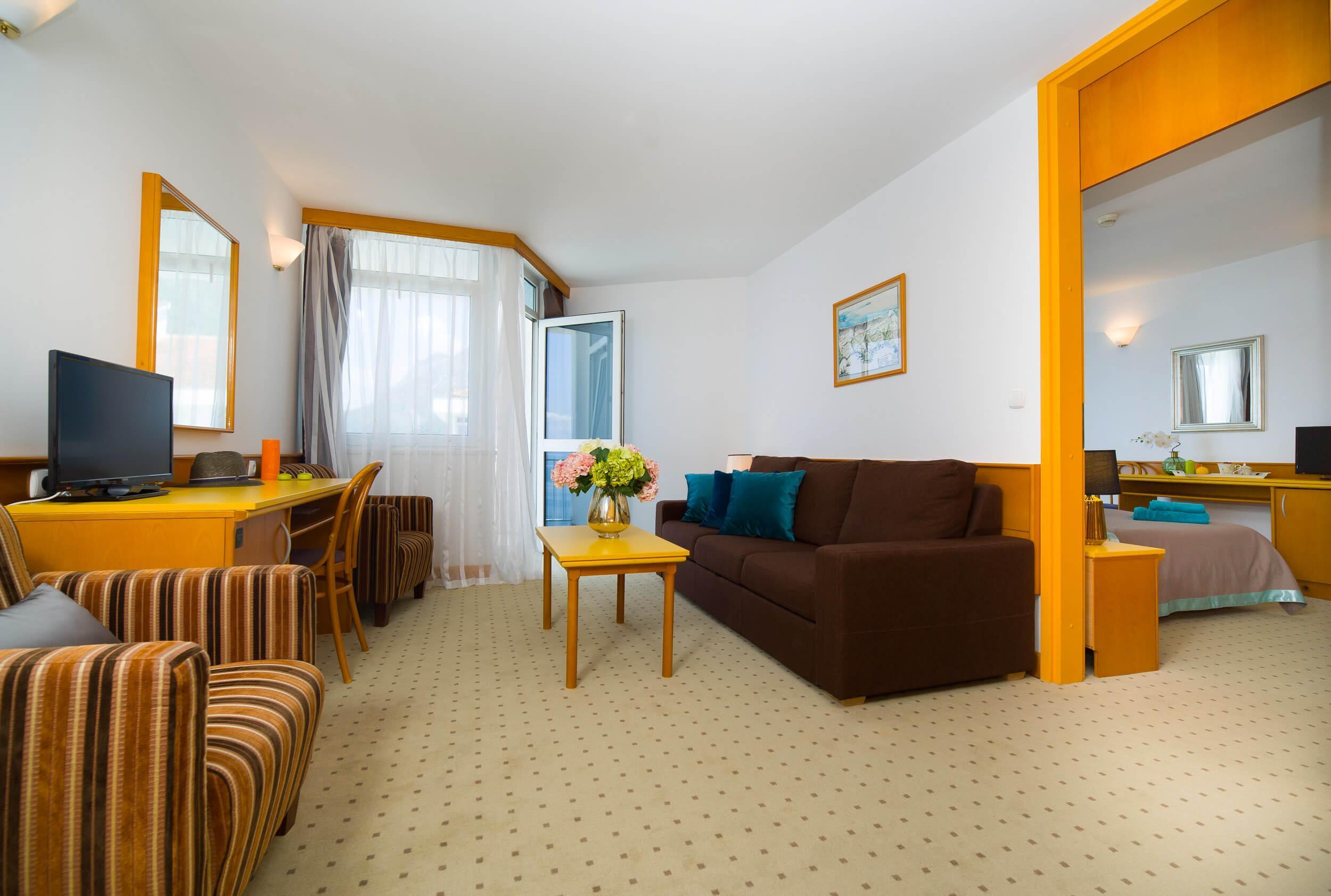 44_Comfort family room