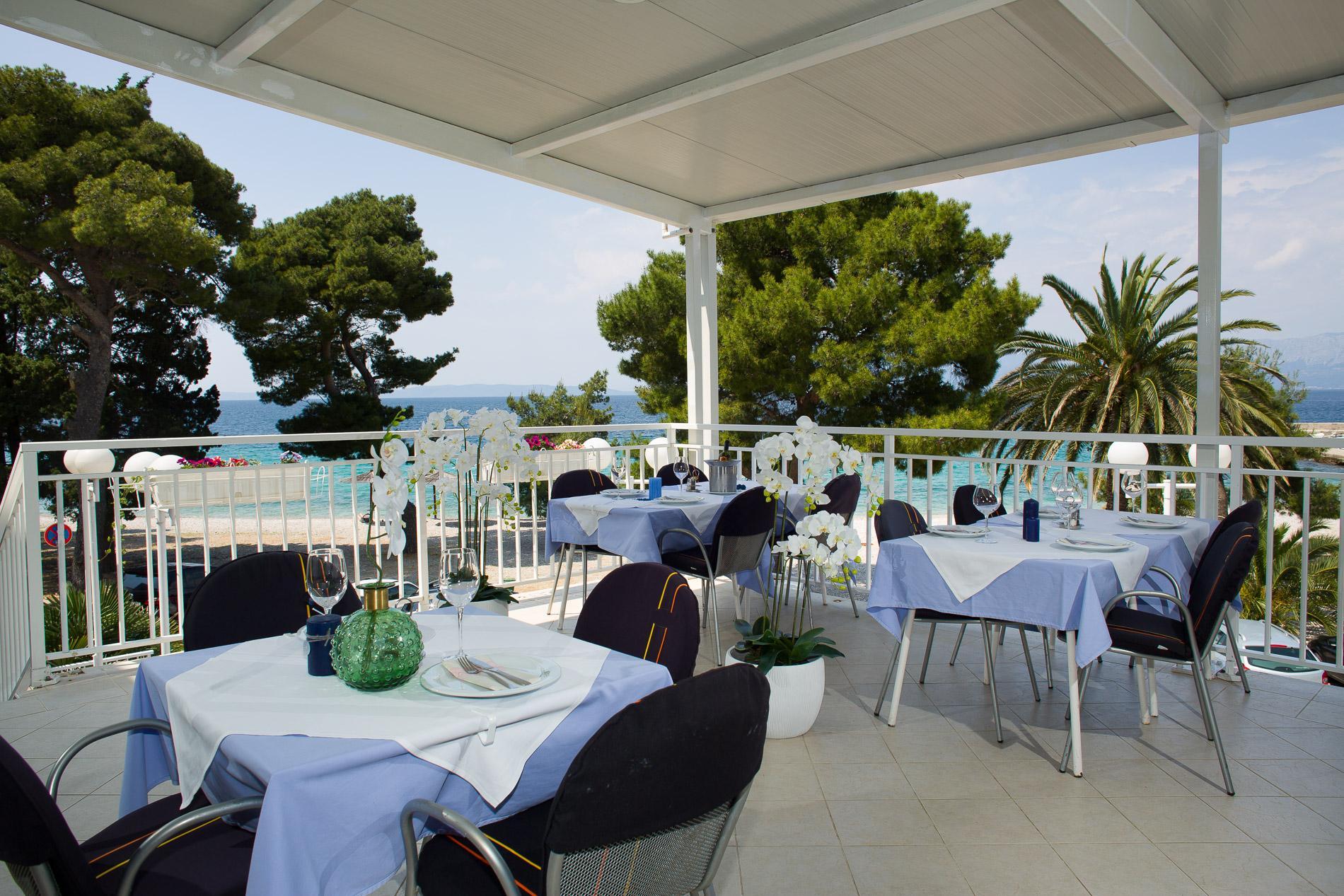 44_Restaurant terrace