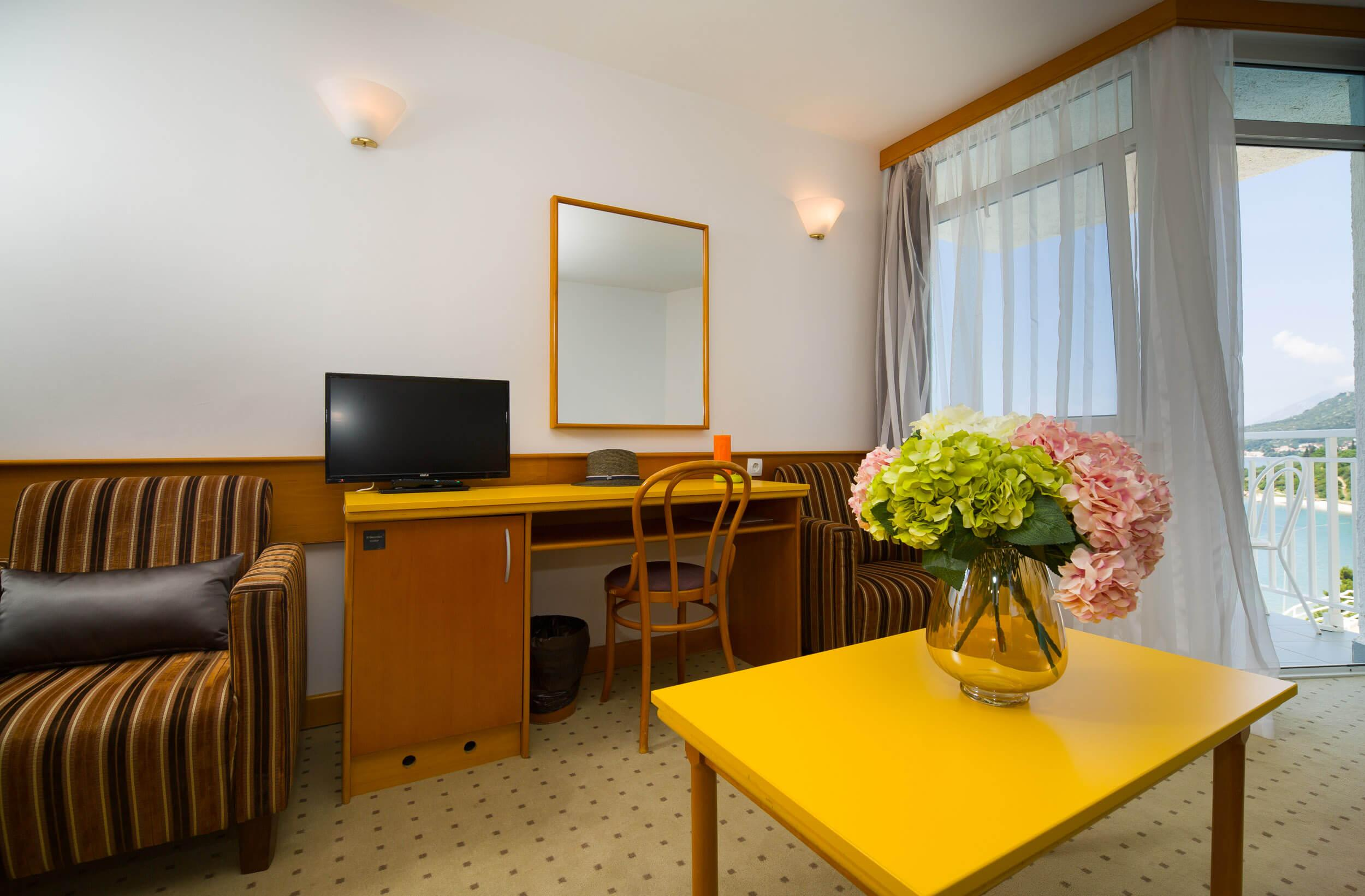 47_Comfort family room