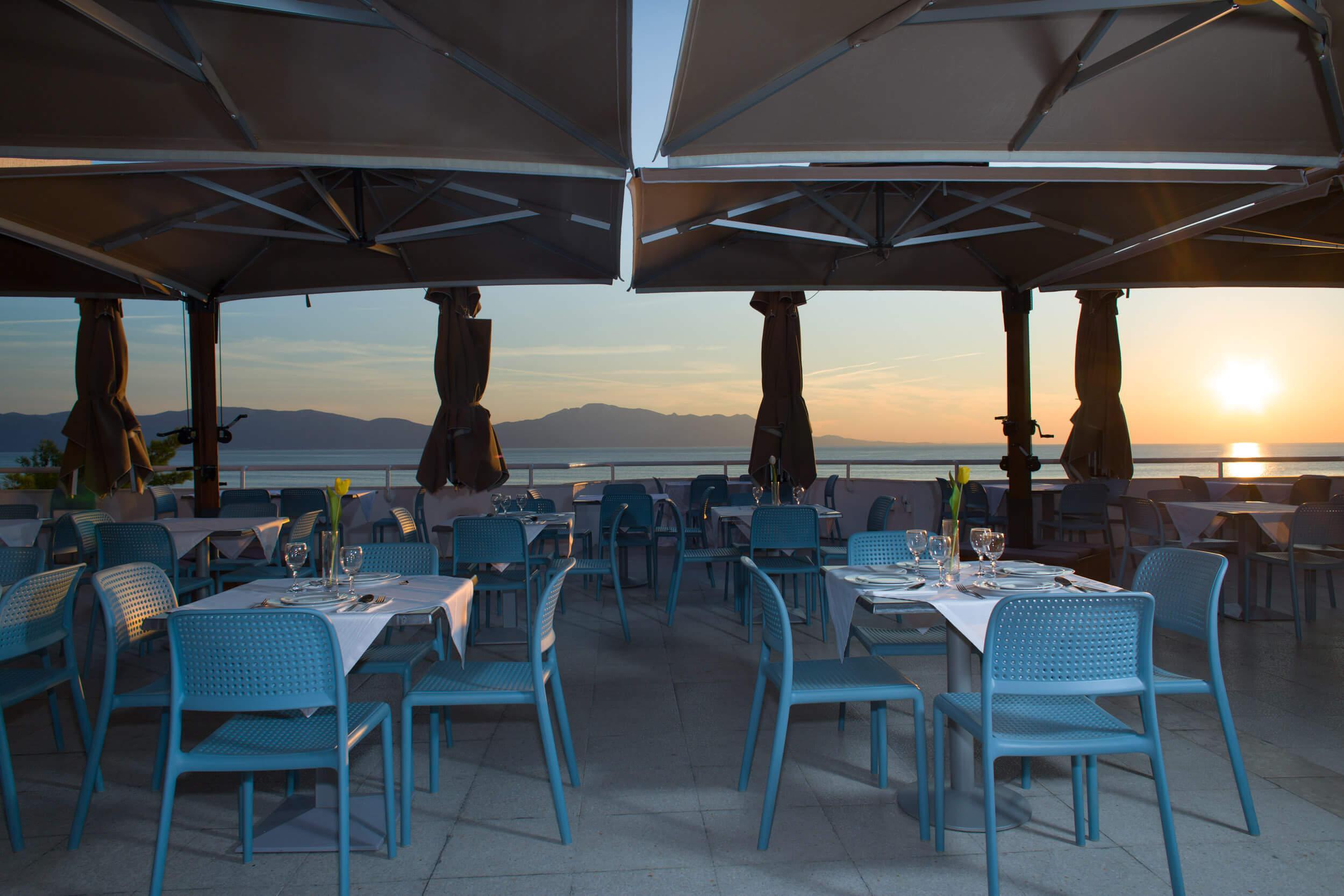 77_Restaurant terrace
